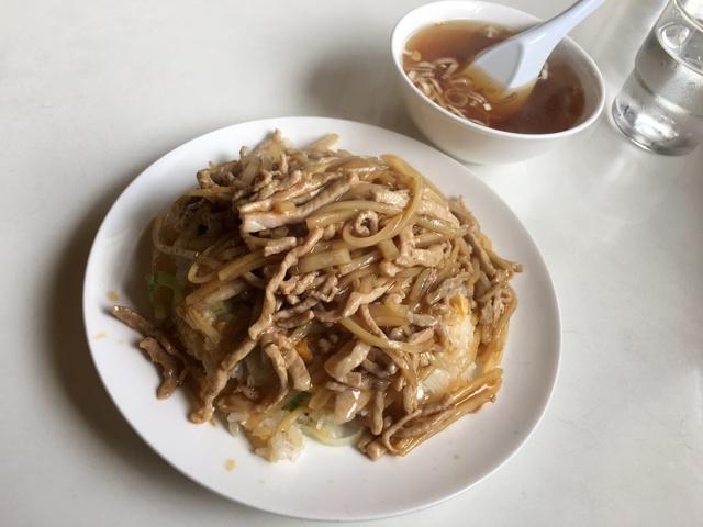 豚糸炒飯(ルースーチャーハン)とラーメンスープ