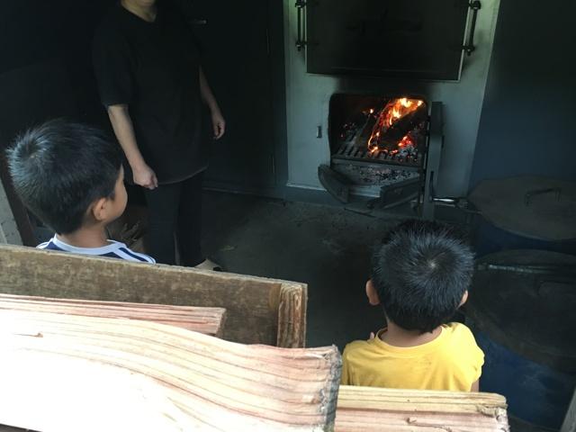 遊湯館 薪でお湯を沸かしてます