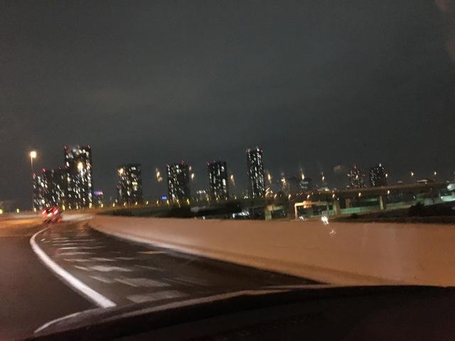 首都高から見る都心ビル群